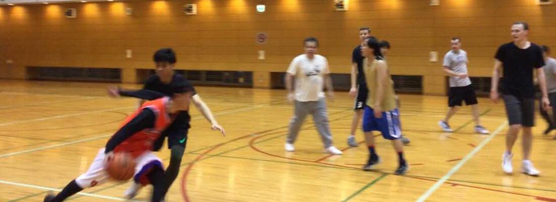 guy dribble a basketball