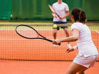 Tennis in clay court